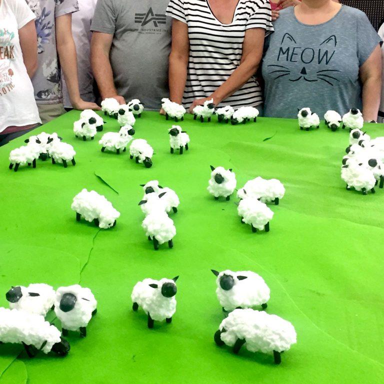Kleine Deko Schafe bauen als Team Events in Hannover